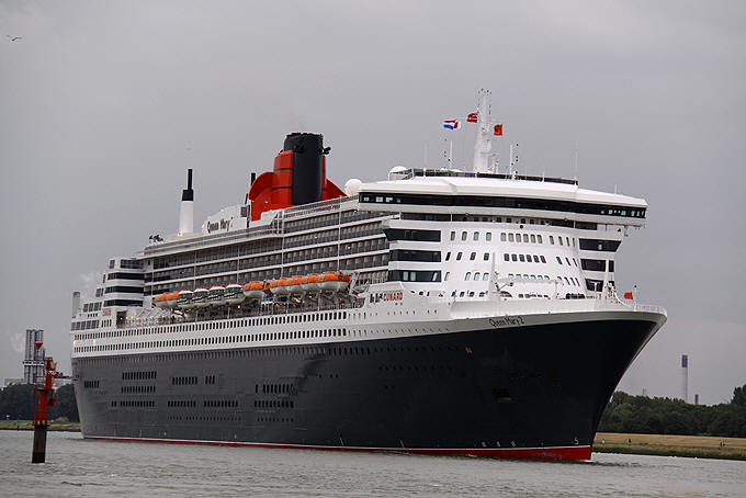 Queen Mary 2 1